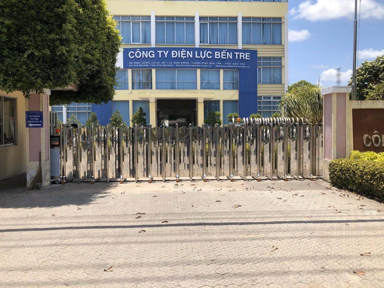Thi công công trình cổng xếp inox cho công ty điện lực bến tre