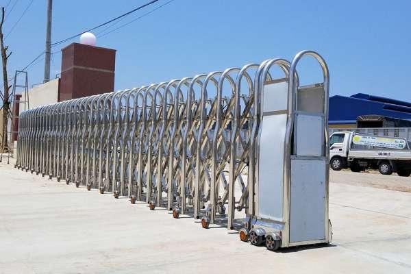 Bảng báo giá các sản phẩm cổng xếp inox Tân Thành Long