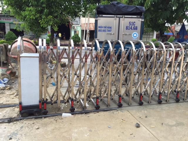 Thi Công hệ thống cổng xếp cho ngân hàng Vietinbank Tây Ninh